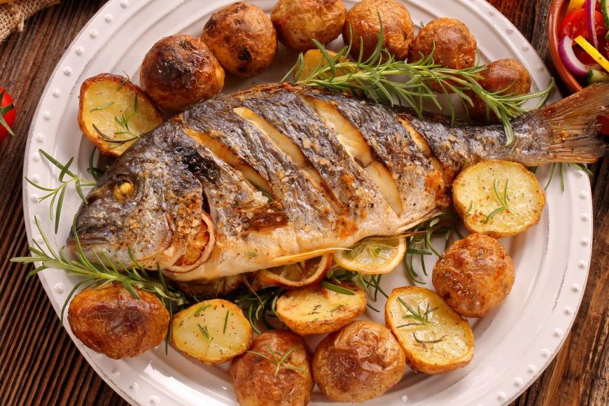 除夕切記不能將整尾魚吃完。(示意圖/shutterstock 達志影像) 新年必吃經典菜餚 不只討吉利還能吃出好兆頭