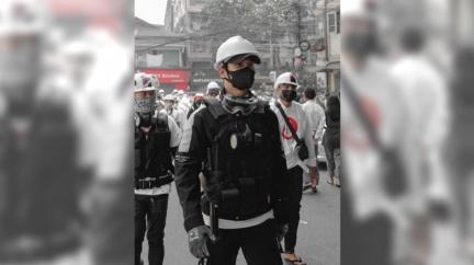 示威被通緝? 緬甸警要抓「地表最帥和尚」