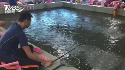 顧客反映釣不到蝦 老闆一查驚見2員工「偷吃185斤」