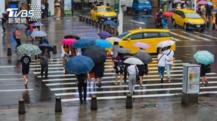 熱帶低壓最快明成颱!鋒面挾雨「狂降10度」濕冷到週末