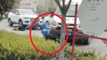 陸外送員車禍躺地 遭救護車「二度輾下身」小腿骨裂