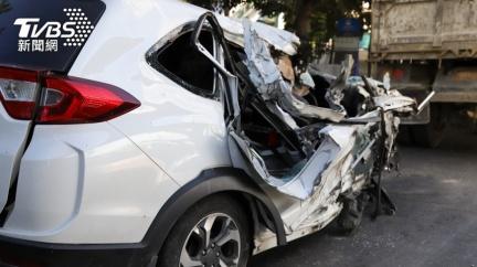 遭同事陷害背黑鍋 怒脫口被車撞「不到半年真死了」