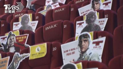 梅花座空位不浪費 「自殺突擊隊」人形看板陪看電影