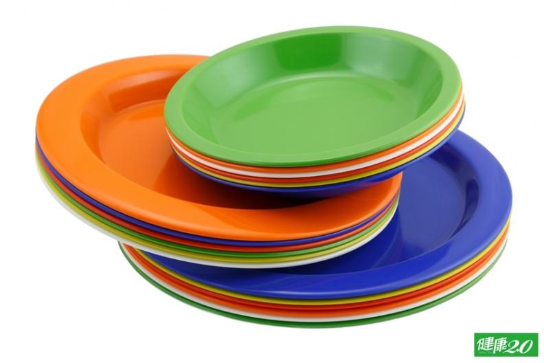 餐盤變小了 減重效果更好