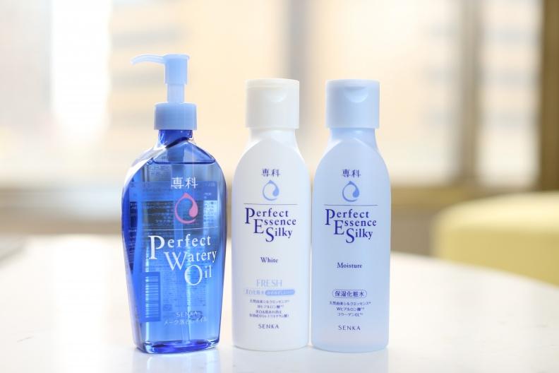 圖說:親民價格滿足日常保養 專科超微米卸粧油/完美保濕化粧水(清爽型)/完美透白化粧水(清爽型)