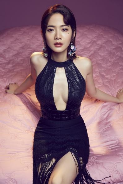 【新聞圖片】品牌大使曾之喬著La Samba系列連身泳裝Carmen搭配罩裙Sarah詮釋女伶優雅.jpg