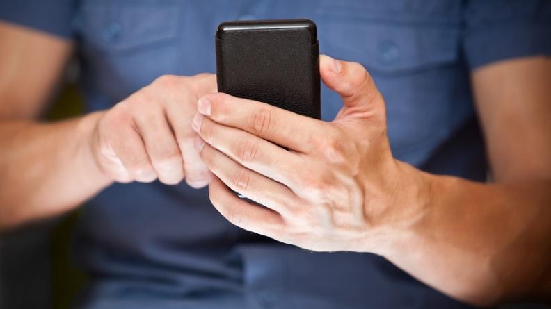預防青光眼 黑暗中不滑手機、補充3種維生素