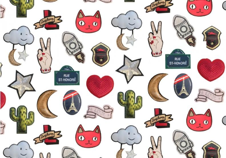 Longchamp今夏推出14種俏皮立體皮革徽章,激發時尚女孩的搭配魂.jpg