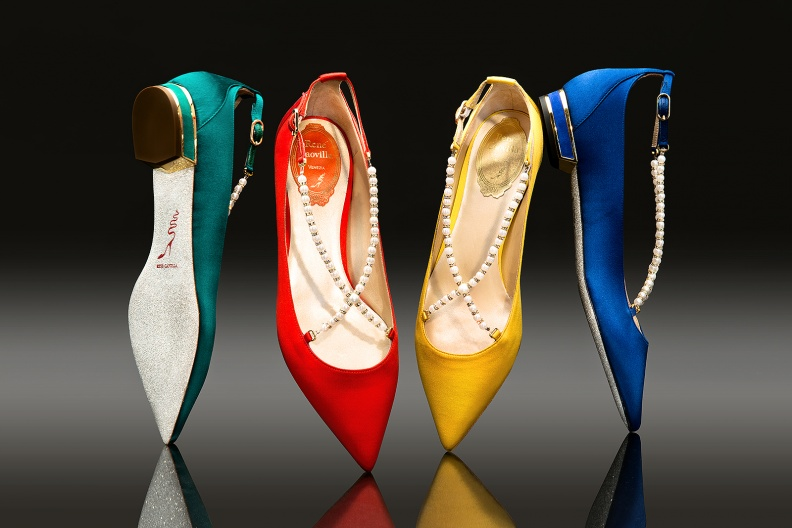 4-RENE CAOVILLA緞面珍珠鑽砂鞋款系列.jpg