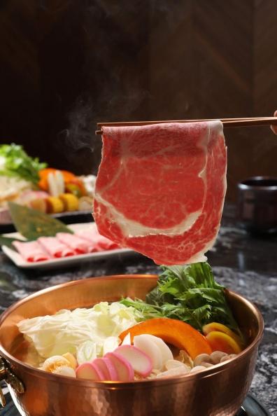 文華精品但馬家涮涮鍋二館推出日本和牛肋眼-圖為涮肉畫面.jpg