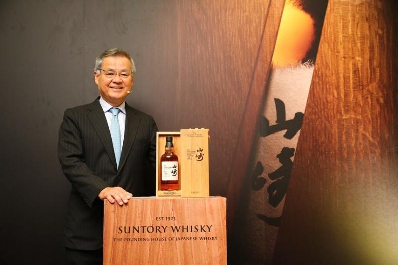 01 三得利威士忌 全球品牌大使 宮本博義,來台發表「山崎單一麥芽威士忌 水猶桶18年2017版」.jpg