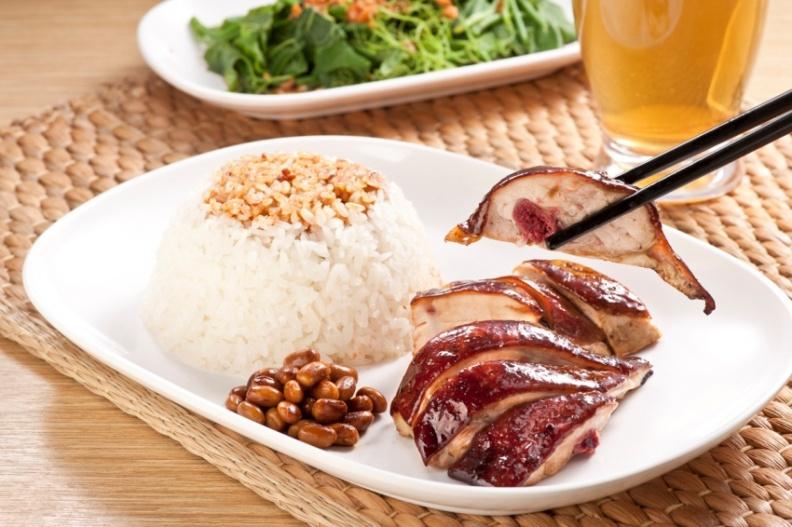 了凡香港油雞飯‧麵-招牌油雞飯,售價NT$100(圖由和億生活集團提供).jpg