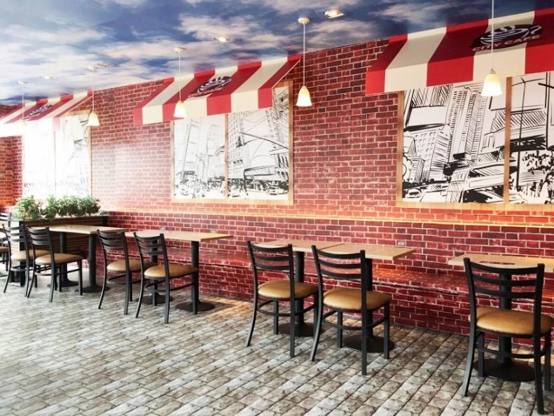 紐約城市X CITY CAFE主題店,2樓座位區以立體遮陽棚及街燈打造2D與3D視覺交錯感的CITY CAFE露天咖啡座。.jpg