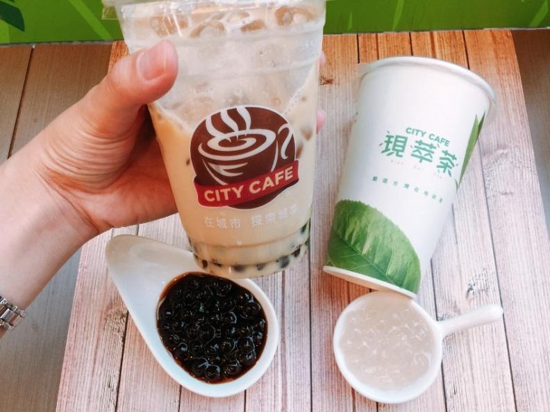 7-ELEVEN因應「現萃茶」與「CITY CAFE」不同飲品,搭配推出大顆的「黑、白雙珠」兩種選項。.jpg
