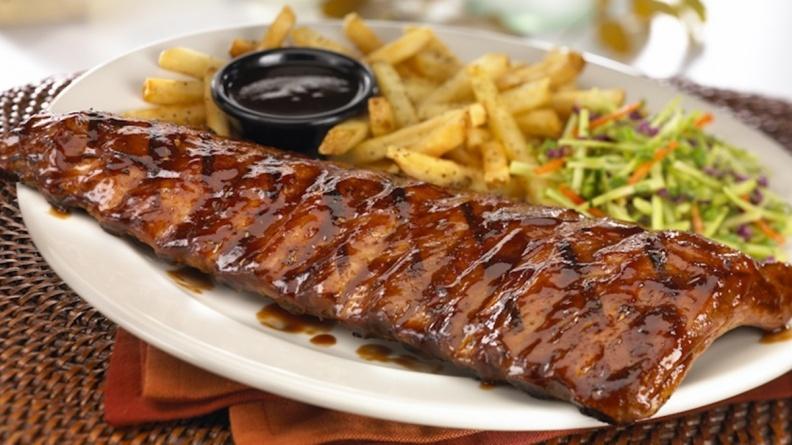 大口爽吃肉!TGI FRIDAYS雙11超狂「買一送一」,點「炭烤豬肋排」送「沙朗牛排」