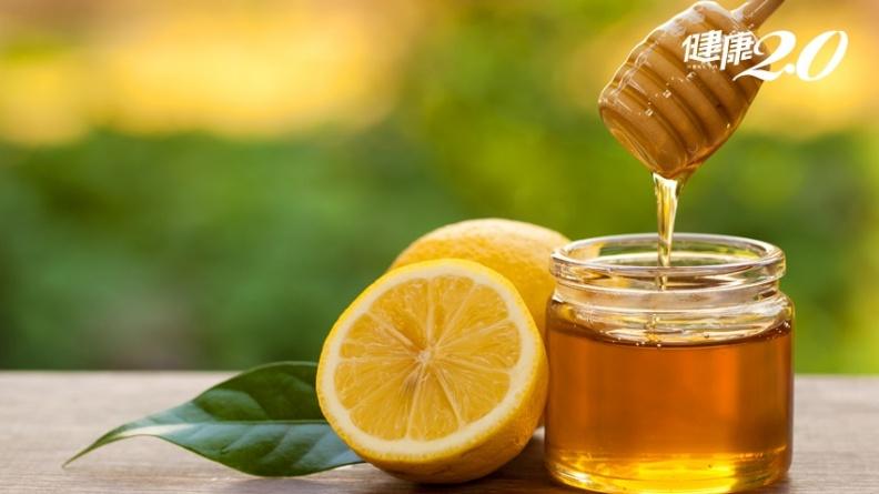 蜂蜜檸檬正夯,中醫教這樣喝有潤肺、通便效果