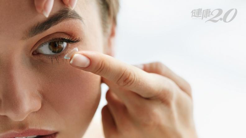 過節前熬夜趕報告 隱形眼鏡黏住硬拔,角膜竟被剝了層皮