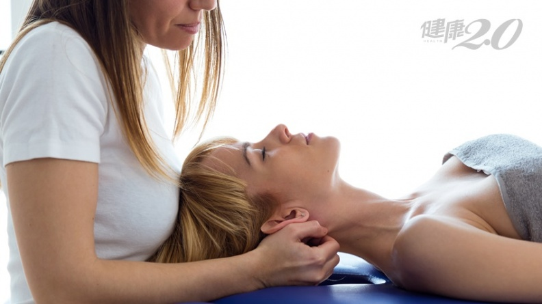 用居家復健器改善脖子痠痛 小心充氣式頸部牽拉藏危機