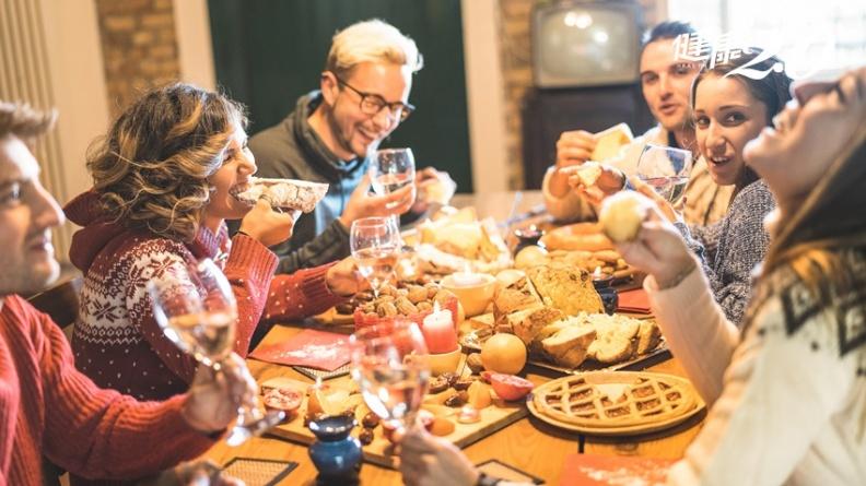 國外專家教大家晚餐吃大餐不變胖 台灣減肥名醫破解真假