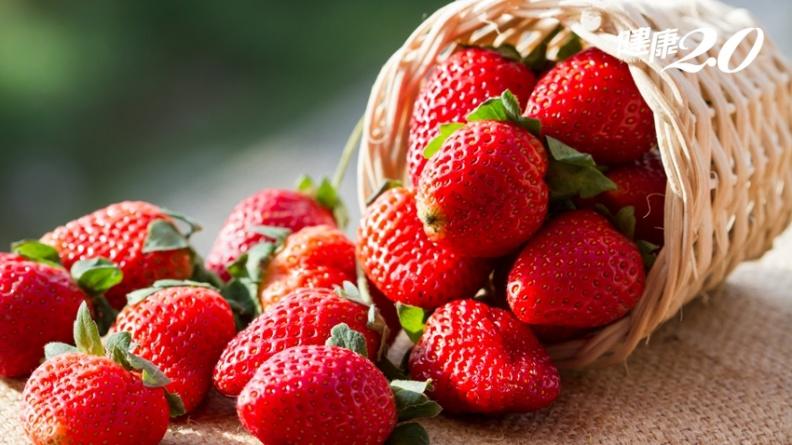 蘋果大輸!草莓維生素C高13倍,美女營養師的「草莓豆漿飲」喝出美顏好氣色