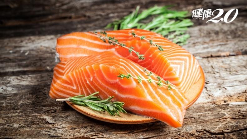 更年期必吃!1片鮭魚=6顆蛋,補足5大營養防骨鬆、肌少、頭痛、貧血
