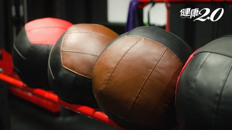 最流行的肌力運動!馬卡龍藥球、戰繩、划船機訓練,練出完美曲線