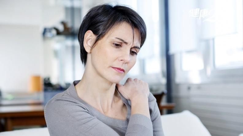 肩痛、膝蓋痛、腳踝痛,竟是腰引起?「DIY除痛法」沒有消除不了的疼痛!