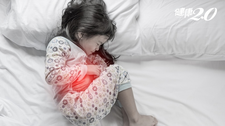 她才2歲就腹痛不止、長胸部,竟是全球首例疾病!