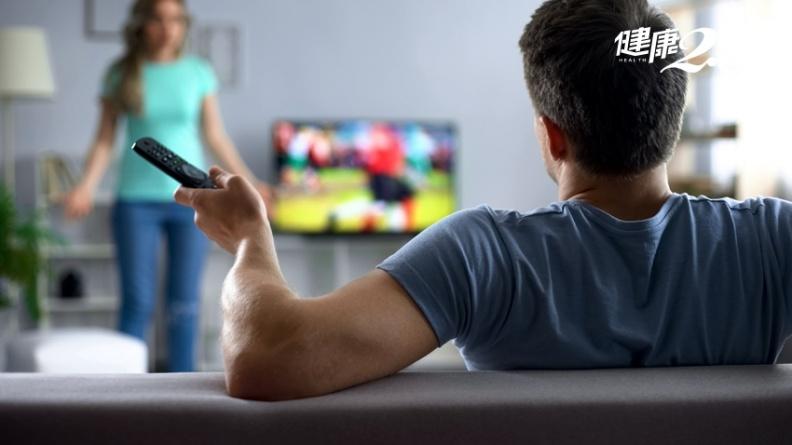 先生回家總是坐客廳、看電視等吃飯?「減法處理」讓妳不再惱怒