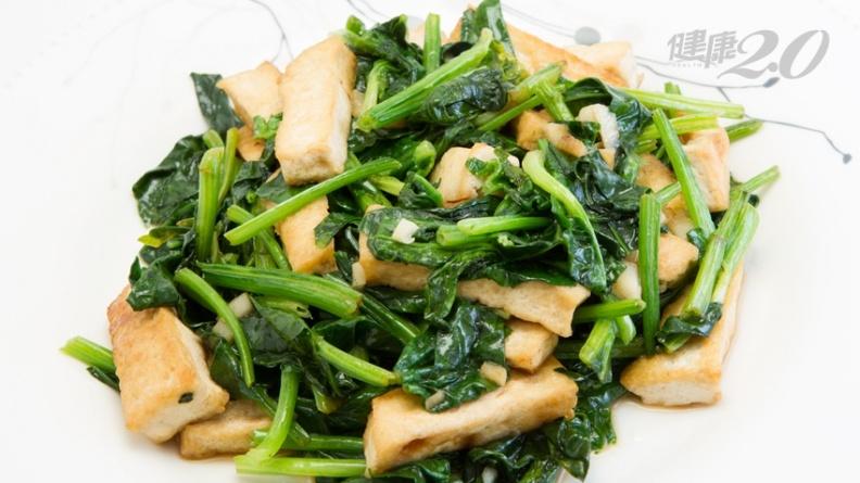 吃菠菜加豆腐會結石?4個飲食重點預防泌尿道結石