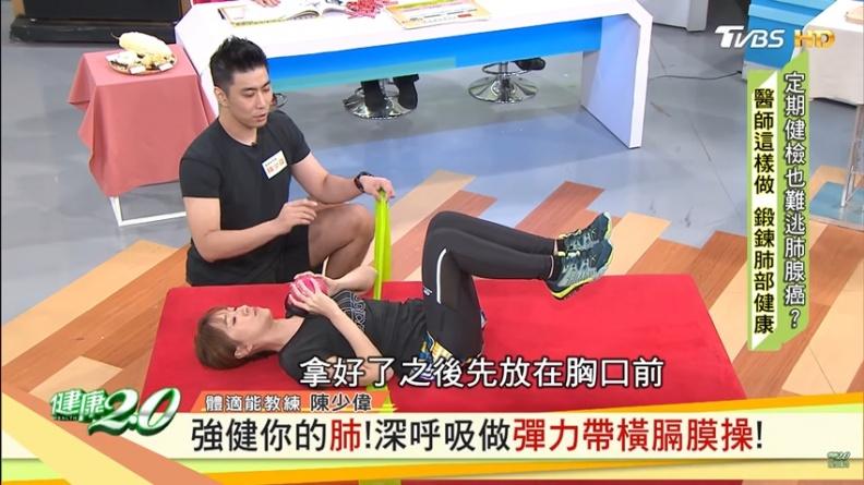 江坤俊教你正確呼吸!2招「彈力帶橫膈膜操」 強健肺部很簡單