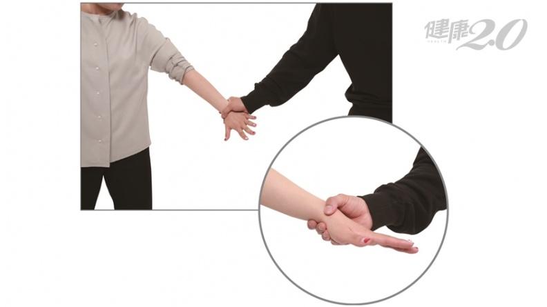 女警教妳手腕掙脫技巧 面對大漢也不怕!