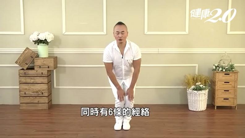 3分鐘強健腳筋!彥寬老師「鬆膝式」 改善膝蓋痠軟、預防退化
