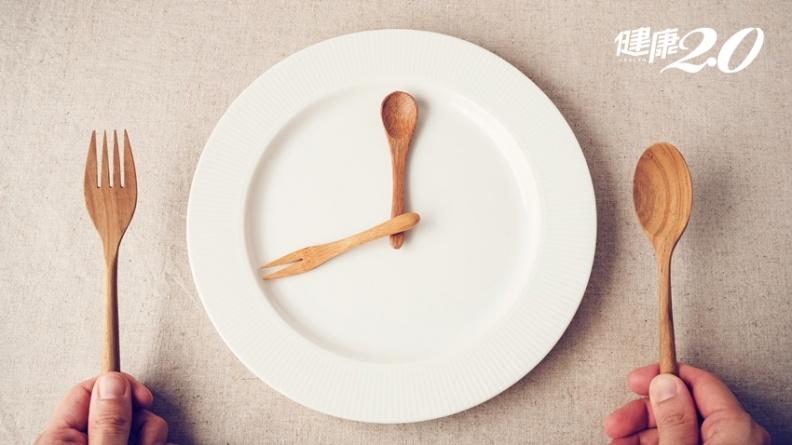 鍾麗緹、侯佩岑用16小時斷食法瘦身、保持身材 怎樣做才對?