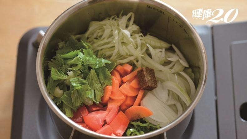 不知不覺變瘦!晚餐改喝「減重湯」 易胖體質也能2周瘦3公斤