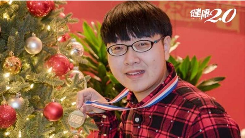 他的人生是驚奇美妙變奏曲!出生就是中度視障只靠聽音練琴 榮獲國際鋼琴大賽