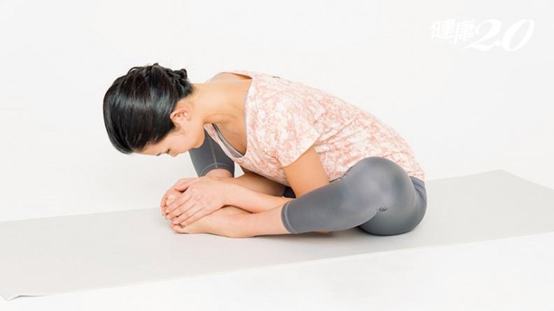「束角式」活化內臟!3動作超簡單 整腸、助眠、治療婦科不適