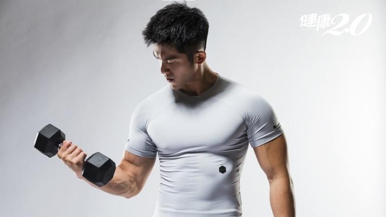 瘦肚子做仰臥起坐沒用!健身教練教你先練3部位 才會有腹肌