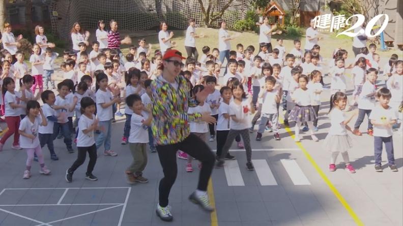 跳舞增強免疫力防新冠肺炎!最夯神曲《小蘋果》MAX廣場舞 跳完臉頰紅通通
