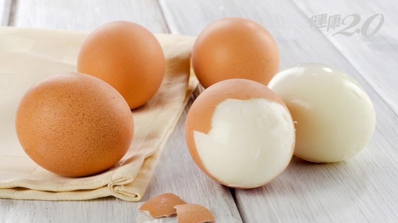 水煮蛋加檸檬好剝殼不破相?專家說加這調味料也能3秒完美脫殼