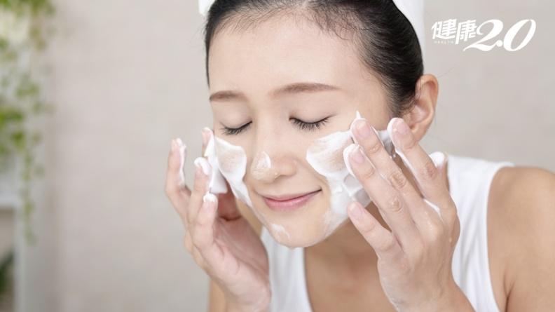 臉油洗不乾淨?美容保養權威提醒洗臉時少了這個動作,清潔效果差且傷皮膚