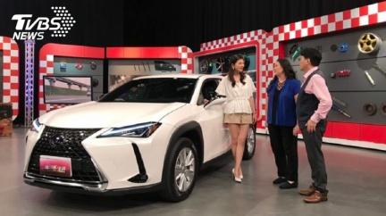 江坤俊醫師秀太座新車 一家三口都滿意
