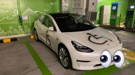 Tesla停電動車位卻被噴漆! 車主可透過「哨兵模式」緝凶
