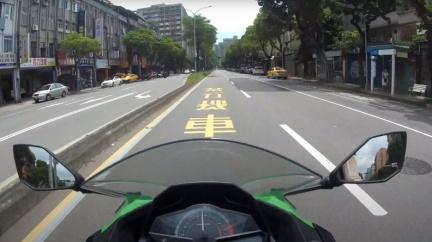 內側「禁行機車」真的安全嗎? 外側車道危險更多