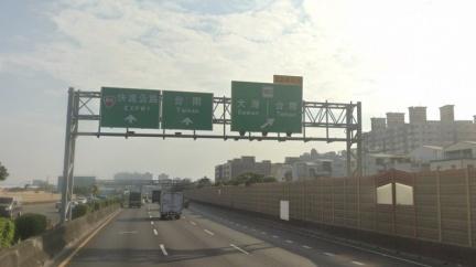 一週雙變 高公局臺南交流道出口預告標誌修正為何引爭議?