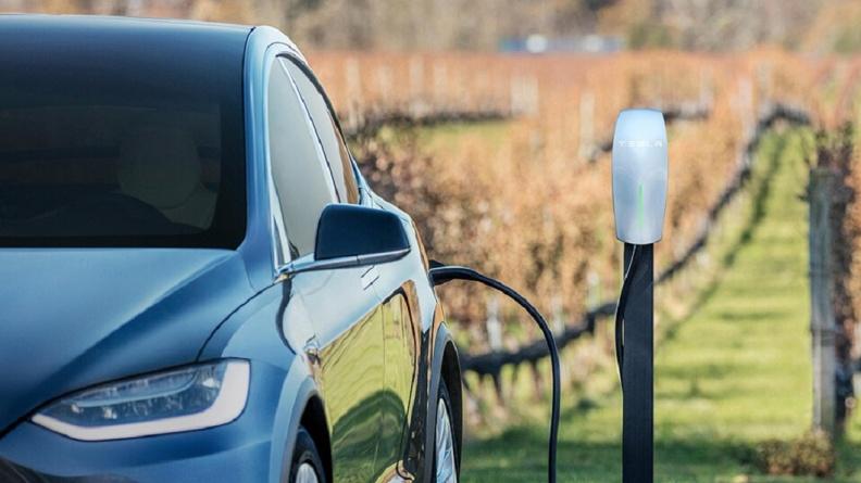 民眾可在購買電動車前,先與管委會溝通充電樁商討相關問題。(圖片來源/ Tesla) Tesla車主裝充電樁被告? 地方法院:需區分所有權人同意