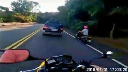 騎士「右側超車」吞1,200元罰單 警方:容易產生視線死角