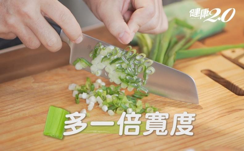 煎蛋關鍵在蔥花長度!名廚教你3步驟煎出蓬鬆好吃「鮪魚蔥蛋」