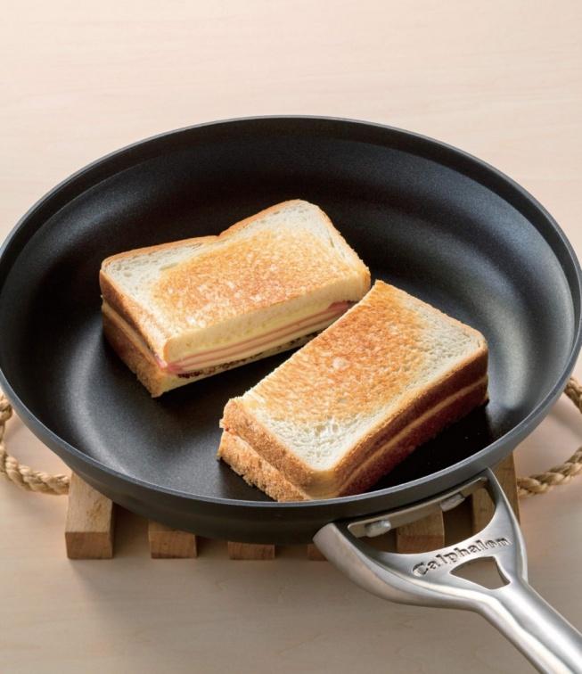 懶人居家防疫早餐必備!6款幸福熱三明治DIY:牽絲羅勒起司、邪惡棉花糖果乾