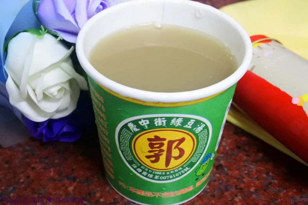 夏日必喝秒消暑!古早味綠豆湯免費加「粉角」只要35元,入口綿密嘗得到獨特「麵茶香」